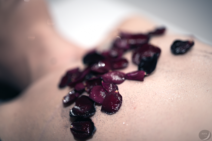 """Luxure04 - toucher - """"Cueillir la rose"""""""